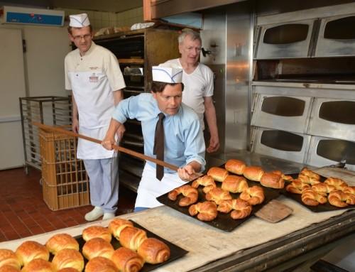 Le maire David Bailleul dans la peau d'un apprenti boulanger
