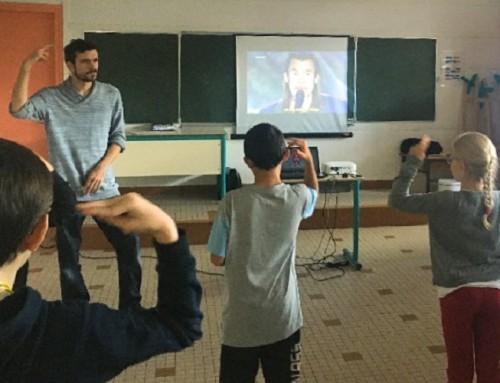 Nous proposons des initiations à la langue des signes aux enfants